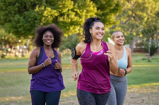 women jogging to lose weight